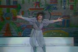 Kate Bush performing 'Suspended In Gaffa' on Champs Élysées, 30 October 1982