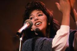 Kate Bush on Peters Pop Show, 30 November 1985