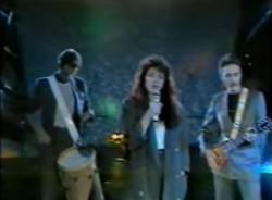Kate Bush performing 'Running Up That Hill' on Show Vor Acht, 30 August 1985